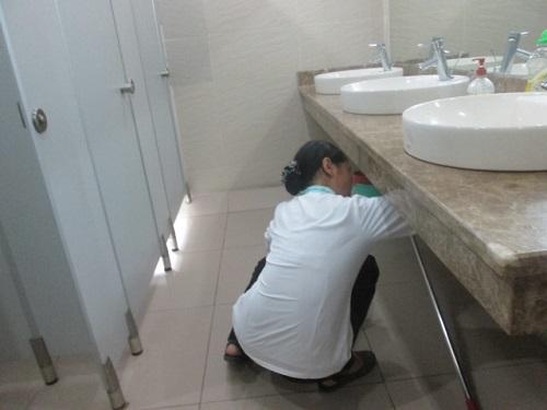 Vệ sinh toilet